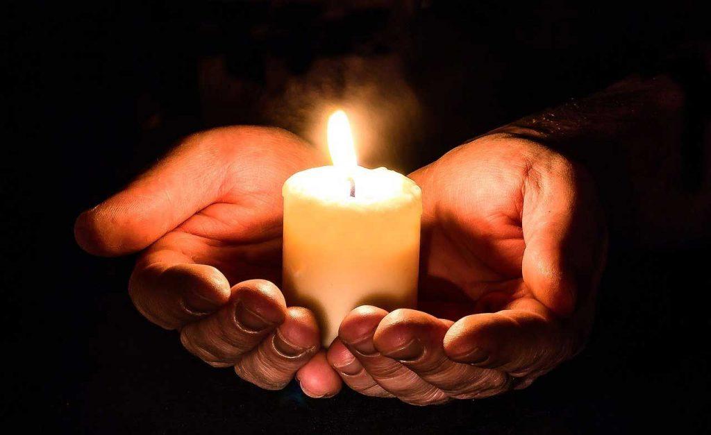 full moon ritual, full moon rituals, lighting candle, light candle ritual