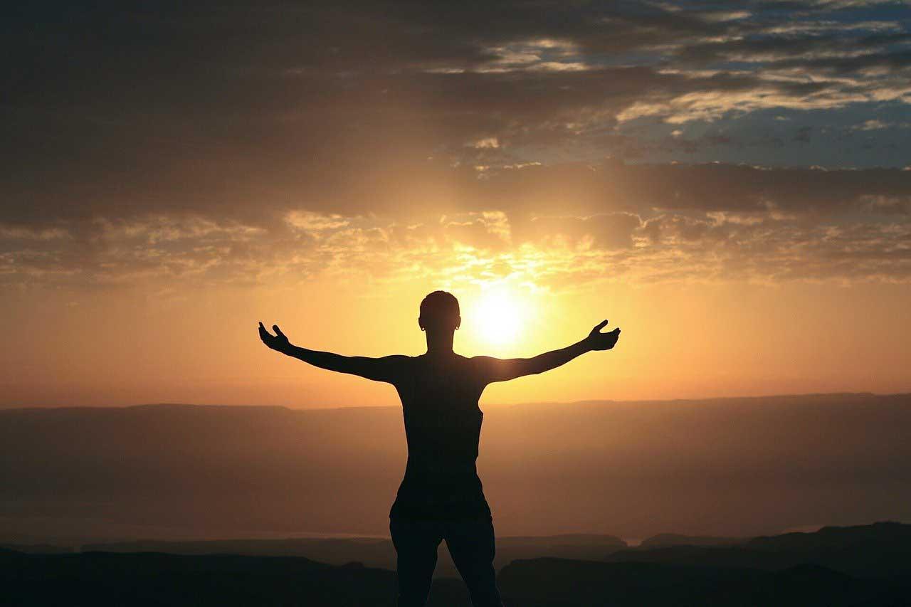 how to manifest money, manifesting money, how can i attract money, how to attract money